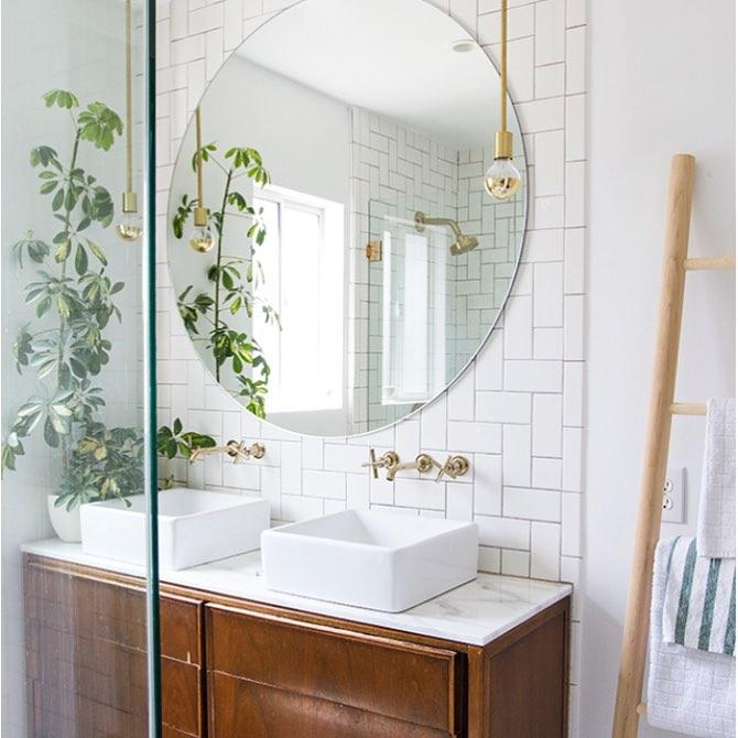 badrum rund spegel